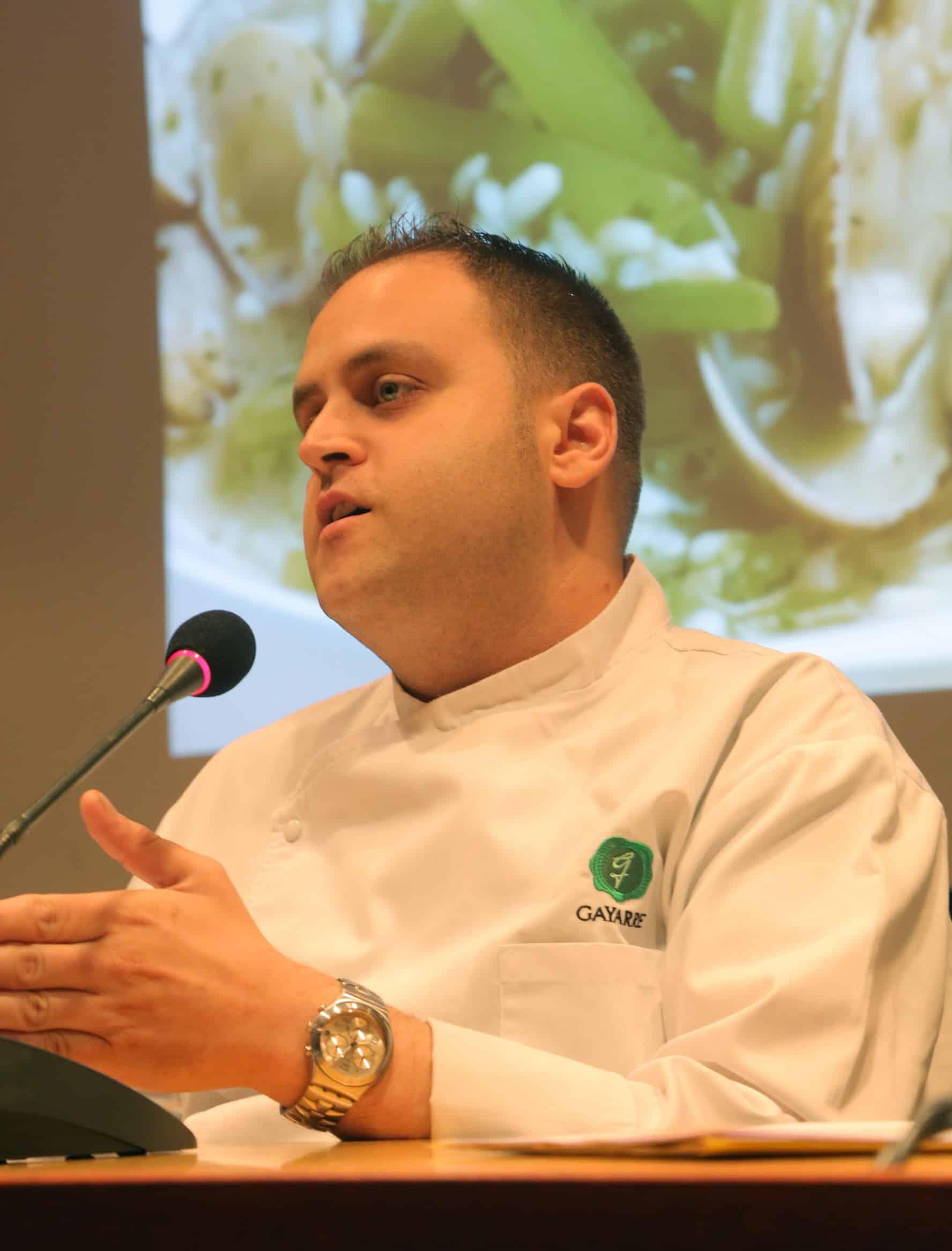 En este momento estás viendo Raúl Pérez Roldán,chef del restaurante Gayarre, inicia el ciclo «25 recetas aragonesas con historia»